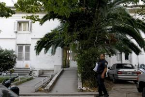 """""""No se pueden sacar fotos a fachadas de edificios"""", mintió un policía que quiso retener la cámara de La Pulseada."""