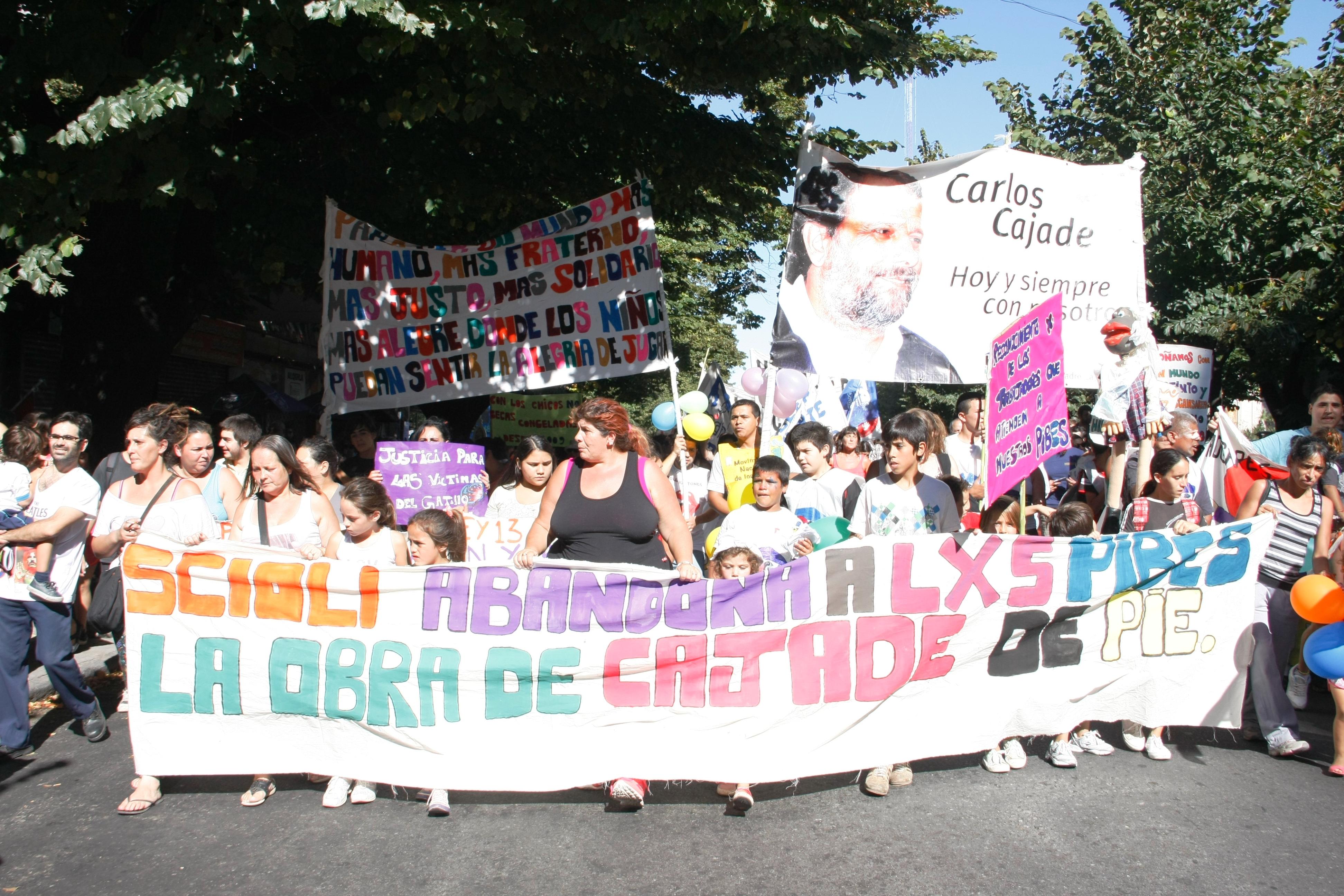 Los pibes de Cajade salieron a la calle para reclamar por sus derechos