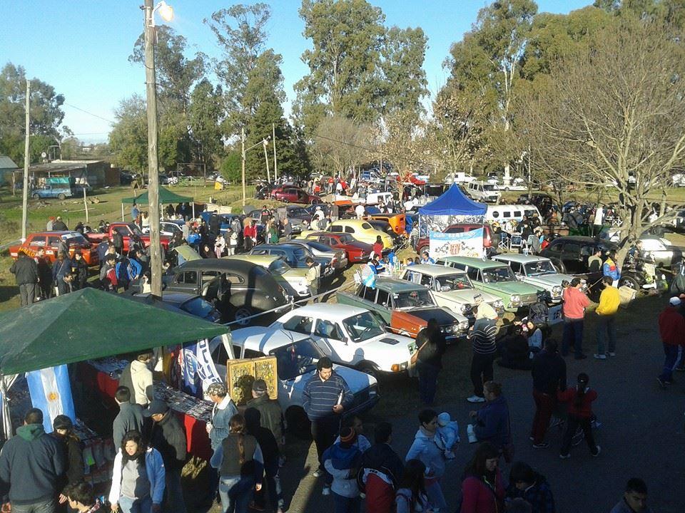 Una tarde con 500 autos y motos en el Hogar