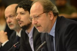 Osvaldo Francés (ARBIA), Daniel Badenes (REDCOM) y Damián Loreti (CELS-AMARC), parte de la comitiva de la Coalición por una Comunicación Democrática
