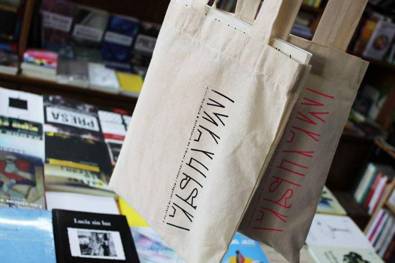 Cumpleaños de Malisia, distribuidora & estantería de libros y revistas