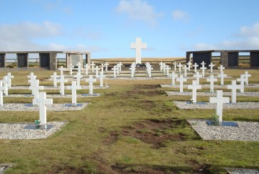 Malvinas, 36 años: tumbas que hablan