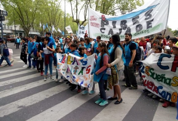 """Los pibes de Cajade en """"Jóvenes y Memoria"""": la marcha se hizo teatro"""