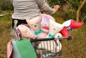 El productivo textil de la Obra de Cajade lanzó a la venta muñecos para el Día de las Niñeces