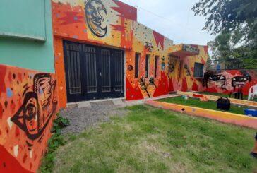 Casa Joven: la fachada más colorida de Barrio Aeropuerto