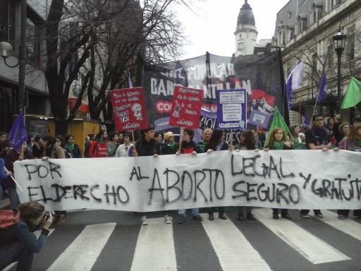 Organizaciones reclamaron políticas públicas para que las mujeres puedan decidir
