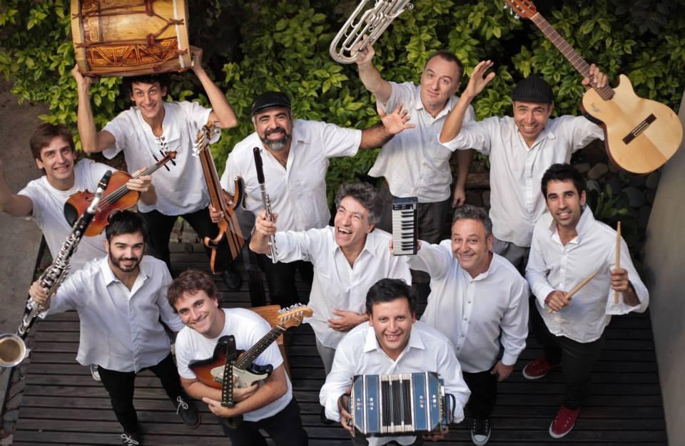 La orquesta popular de cámara Los Amigos del Chango, en el Argentino